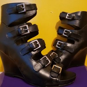NEW WITH BOX MADDEN GIRL HEELS